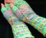 Green_fingerless_gloves_cover_thumb